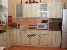 Пример кухни сфасадами, облицованными пластиком